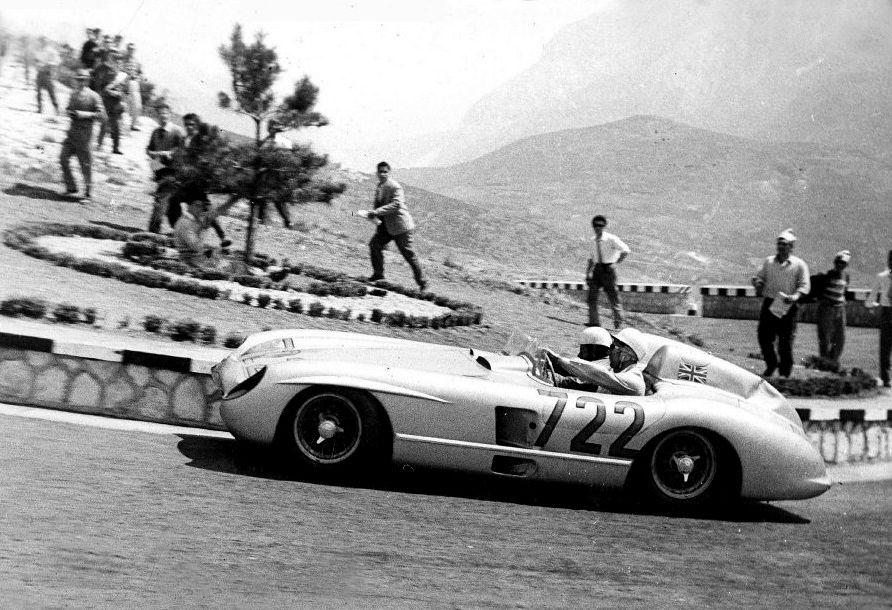 Stirling Moss su Mercedes alla Mille Miglia